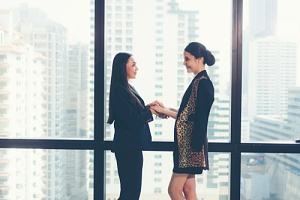 boss and employee trusting each other because of improved company culture
