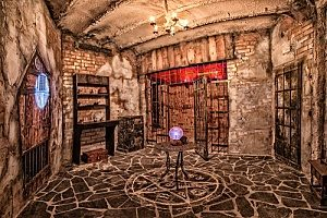 one of the many Arlington escape rooms that individuals go to in order to learn how to beat an escape room